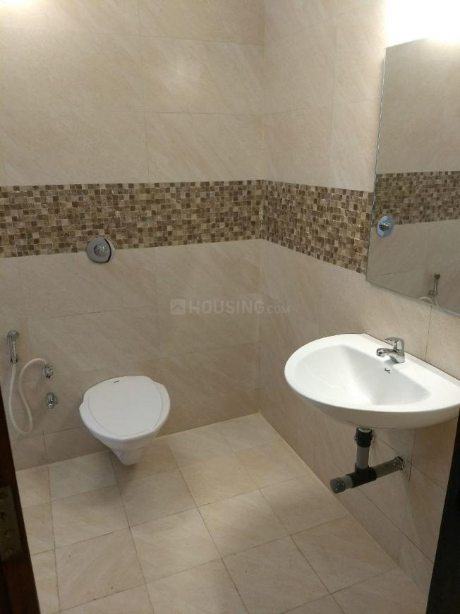 Common Bathroom Image of 1600 Sq.ft 3 BHK Apartment for buy in Lasalgaon for 6400000