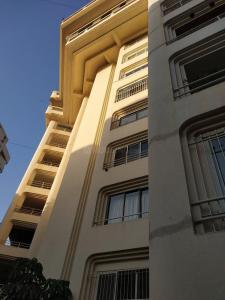 Gallery Cover Image of 75000 Sq.ft 6 BHK Independent Floor for rent in Bandra West for 650000
