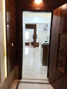 Gallery Cover Image of 1550 Sq.ft 3 BHK Apartment for rent in Powai for 164000