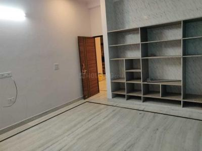 Gallery Cover Image of 690 Sq.ft 1 BHK Apartment for rent in Omega II Greater Noida for 7000