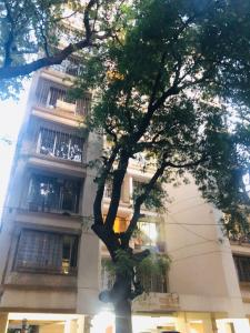Gallery Cover Image of 900 Sq.ft 2 BHK Apartment for buy in Dadar East for 32500000