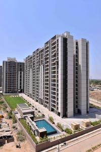 Gallery Cover Image of 2080 Sq.ft 3 BHK Apartment for buy in Shela for 8500000