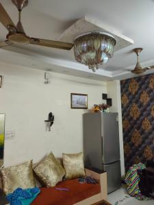 Gallery Cover Image of 1000 Sq.ft 2 BHK Independent Floor for rent in Mahavir Enclave for 20000