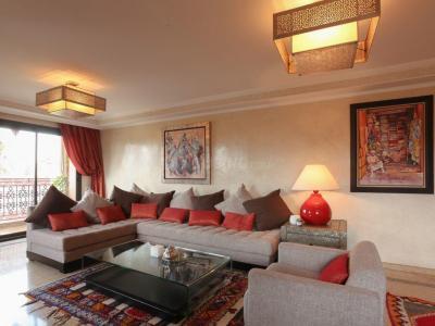 Gallery Cover Image of 8000 Sq.ft 5 BHK Villa for buy in Bodakdev for 180000000