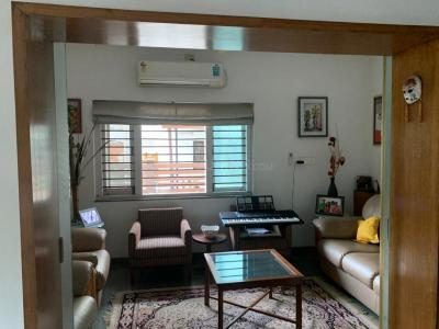 Gallery Cover Image of 2400 Sq.ft 3 BHK Apartment for rent in Ahmedabad Cantonment for 28500