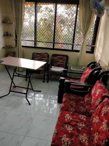 Gallery Cover Image of 575 Sq.ft 1 BHK Apartment for rent in Parel for 45000