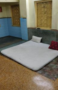 Gallery Cover Image of 250 Sq.ft 1 RK Apartment for buy in Barabazar Market for 3125000
