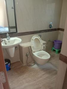 Bathroom Image of Gokuldham Goregaon East PG in Malad East