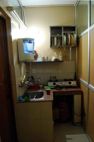 ओखला इंडस्ट्रियल एरिया में यूनिक पीजी में किचन की तस्वीर