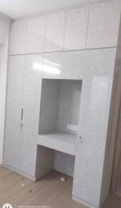 Gallery Cover Image of 2000 Sq.ft 3 BHK Apartment for rent in DLF Express Greens, Manesar for 15000