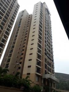 Gallery Cover Image of 980 Sq.ft 2 BHK Apartment for rent in Raheja Heights, Malad East for 42000