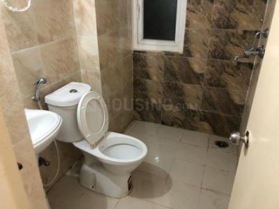 पिजन स्प्रिंग मीडोज, नोएडा एक्सटेंशन  में 3700000  खरीदें  के लिए 1170 Sq.ft 3 BHK अपार्टमेंट के बाथरूम  की तस्वीर