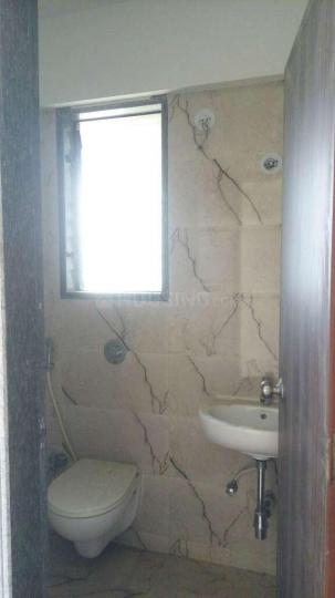 Common Bathroom Image of 603 Sq.ft 1 BHK Apartment for rent in Malad West for 23000