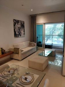 Gallery Cover Image of 1729 Sq.ft 3 BHK Apartment for buy in Thane West for 19300000