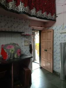 Gallery Cover Image of 220 Sq.ft 1 RK Independent House for rent in Dahisar East for 7500
