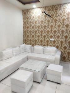 Gallery Cover Image of 1433 Sq.ft 3 BHK Apartment for buy in Kharar for 3290000