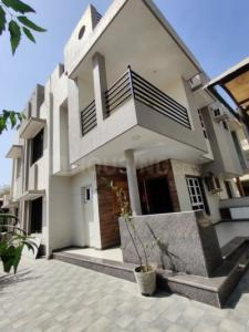 Gallery Cover Image of 260 Sq.ft 4 BHK Independent House for buy in Thaltej for 30500000