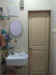 Bathroom Image of Omkamal Men's PG in Malad East