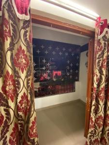 Gallery Cover Image of 900 Sq.ft 2 BHK Apartment for rent in Chitra Apartment, Shivaji Nagar for 25000