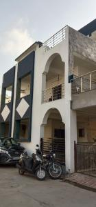Gallery Cover Image of 1152 Sq.ft 5 BHK Independent House for buy in Ghodasar for 9500000
