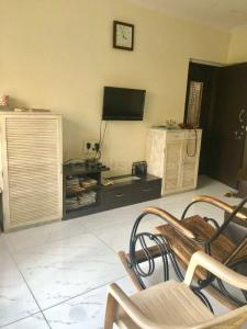 Gallery Cover Image of 560 Sq.ft 1 BHK Apartment for buy in Kandivali West for 10000000