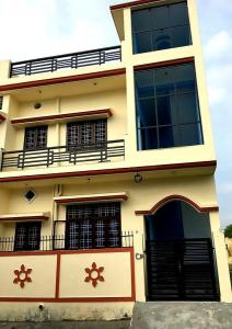 Gallery Cover Image of 1400 Sq.ft 3 BHK Independent House for buy in Mothrowala for 4500000