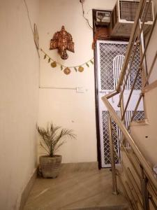 Gallery Cover Image of 550 Sq.ft 2 BHK Independent Floor for rent in Sector 22 Rohini for 8000