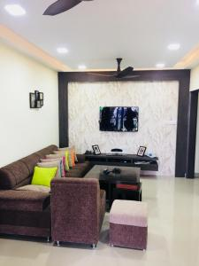 Gallery Cover Image of 1580 Sq.ft 3 BHK Apartment for rent in Sholinganallur for 35000