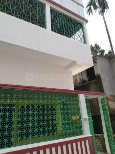 Gallery Cover Image of 550 Sq.ft 2 BHK Independent Floor for rent in South Dum Dum for 10000