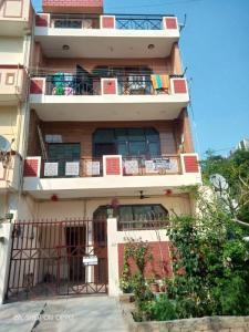 Gallery Cover Image of 1390 Sq.ft 3 BHK Independent Floor for rent in Shakti Khand for 11500
