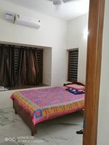 Gallery Cover Image of 1600 Sq.ft 3 BHK Independent Floor for rent in Chevarambalam for 25000