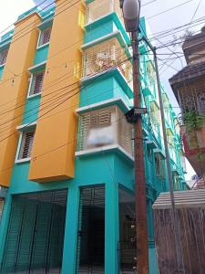 Gallery Cover Image of 850 Sq.ft 2 BHK Apartment for buy in Thakurpukur for 2500000