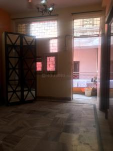 Gallery Cover Image of 700 Sq.ft 1 BHK Independent Floor for rent in Govindpuri for 8500