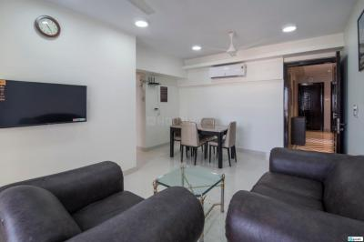 Gallery Cover Image of 1250 Sq.ft 2 BHK Apartment for rent in Khar West for 110000