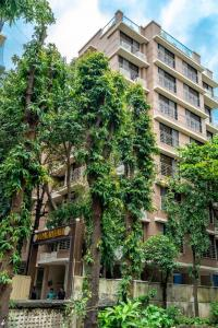 Gallery Cover Image of 890 Sq.ft 2 BHK Apartment for buy in Shreeji Udyanjali CHS, Vile Parle East for 28300000
