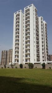 Gallery Cover Image of 1820 Sq.ft 3 BHK Apartment for buy in Maxblis White House II, Sector 75 for 9600000
