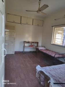Gallery Cover Image of 1000 Sq.ft 2 BHK Apartment for rent in Shivaji Nagar for 25000