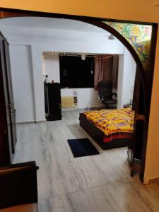 Gallery Cover Image of 950 Sq.ft 2 BHK Apartment for rent in Co Simla House, Malabar Hill for 70000