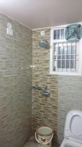 Bathroom Image of 1324 Sq.ft 3 BHK Apartment for buy in Rajbansi Nagar for 9000000