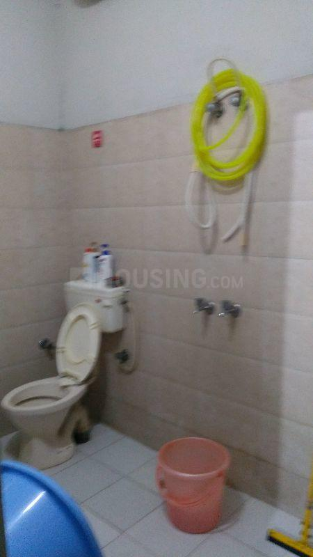 Common Bathroom Image of 300 Sq.ft 1 RK Independent Floor for rent in Sector 17 for 8000