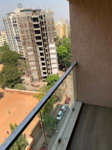 Gallery Cover Image of 900 Sq.ft 2 BHK Apartment for rent in Rite Skyluxe, Chembur for 56000