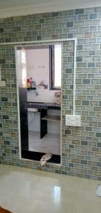 Gallery Cover Image of 650 Sq.ft 1 BHK Apartment for rent in KGN Palace, Bandra West for 35000