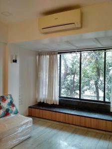 Gallery Cover Image of 680 Sq.ft 1 BHK Apartment for rent in Worli for 50000
