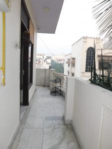 Balcony Image of Ginni Girlz PG in Preet Vihar