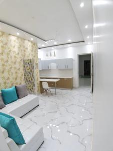Gallery Cover Image of 850 Sq.ft 3 BHK Apartment for buy in Sudarshan Amrit Homes, Sector 88 for 2650000