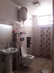 Bathroom Image of Girls PG in Sector 38