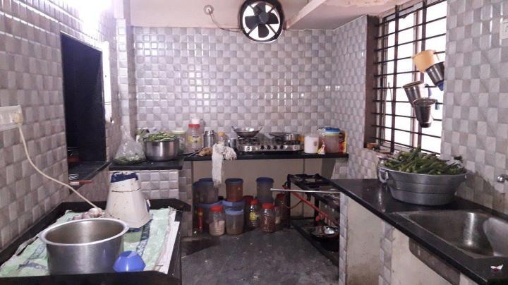 इलेक्ट्रॉनिक सिटी में श्री लक्ष्मी बालाजी पीजी के किचन की तस्वीर