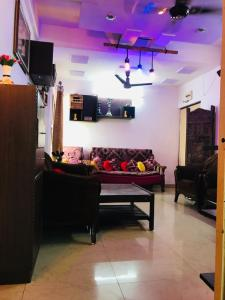 Gallery Cover Image of 1100 Sq.ft 3 BHK Apartment for buy in Kohefiza for 4500000