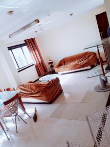 Gallery Cover Image of 900 Sq.ft 2 BHK Apartment for rent in Bandra West for 68000