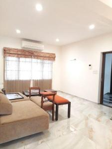 Gallery Cover Image of 1521 Sq.ft 3 BHK Apartment for rent in Alwarpet for 50000
